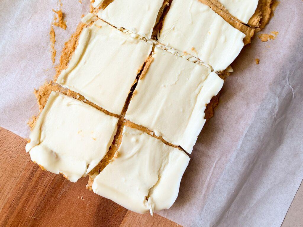 no bake cheesecake bites with white chocolate topping